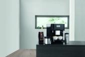 Vier Miele's eerste koffieblend met het Limited Black Edition N°1 toestel