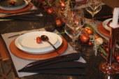 Een kersttafel in terracotta: zo werk je 'm af