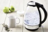 De Tefal waterkoker kookt water in edel natuurlijk materiaal