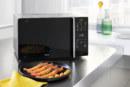 Frietjes klaarmaken in de microgolfoven?  Dat kan (krokant)!