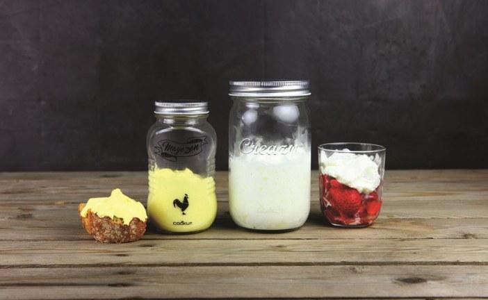 De pannenkoeken-, room-  en mayonaiseshakers van Cookut op een rij