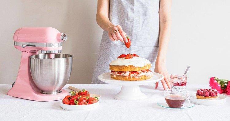 Voor de keukenprinses: de KitchenAid Artisan keukenrobot in zijderoze