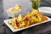 RECEPT: Gezouten citroen en tijm chips met een feta dip