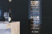 De WineCooler V6000 van V-ZUG heeft plek voor meer dan 80 wijnflessen